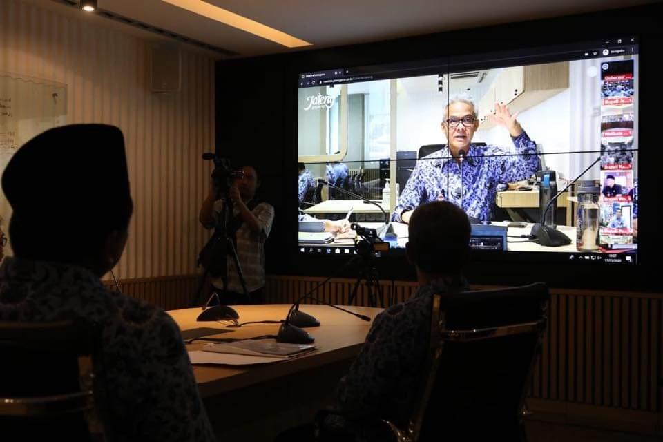 Photo of Rapat Penanganan Korona, Ganjar Gelar Video Conference dengan Jajaran Bupati dan Walikota