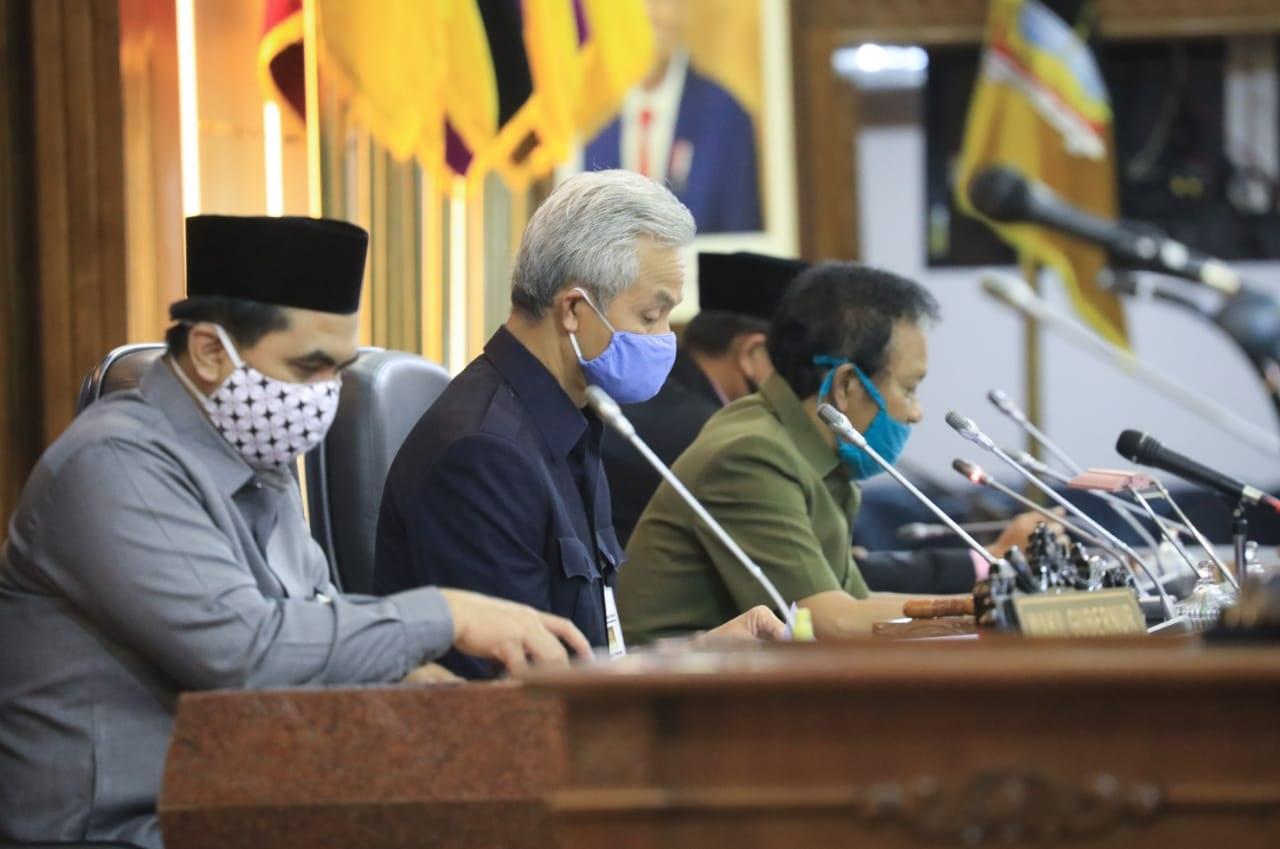 Photo of Ganjar Sampaikan LKPJ di Hadapan 19 Anggota Dewan, 50 Lainnya Via Streaming