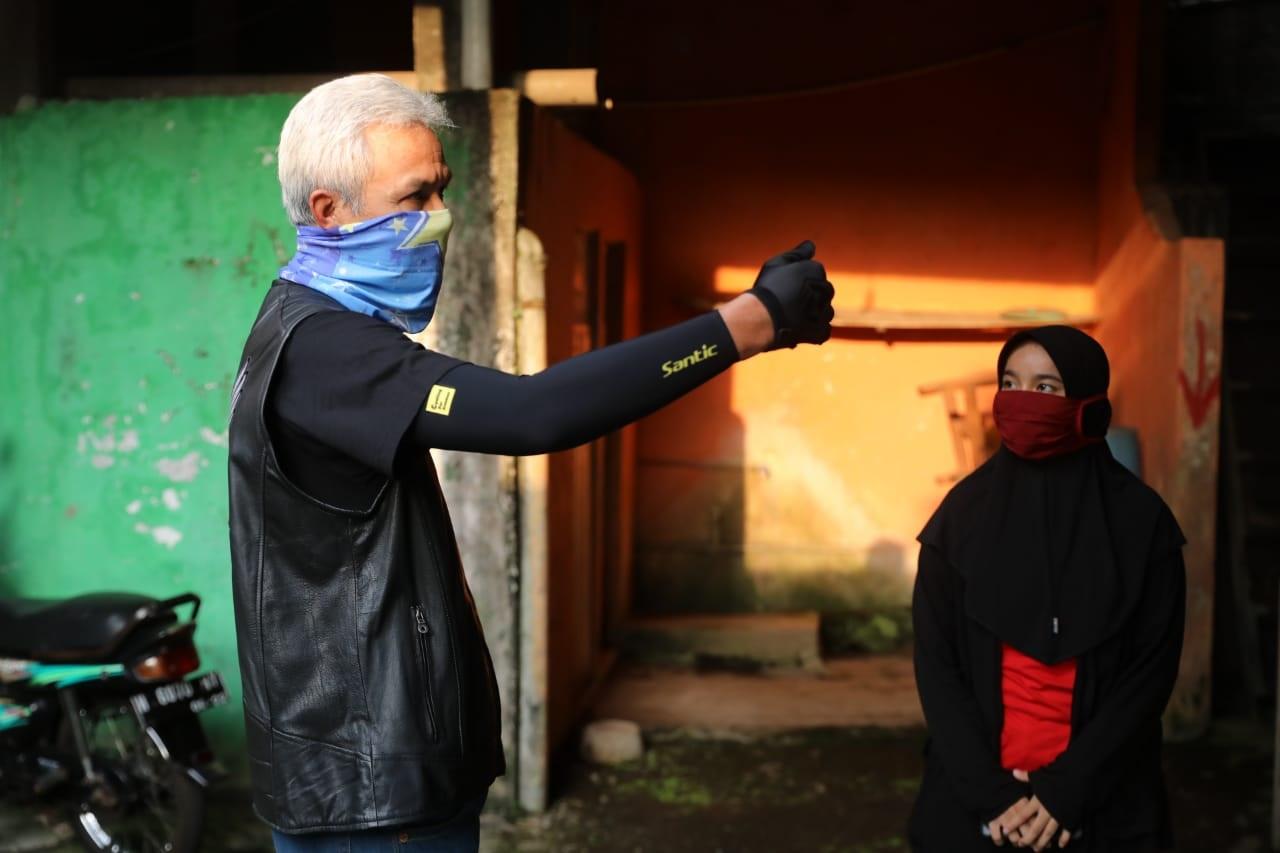 Photo of Dicurhati Mahasiswa Kiriman Macet, Ganjar: Masa Kuliah Saya Juga Sulit