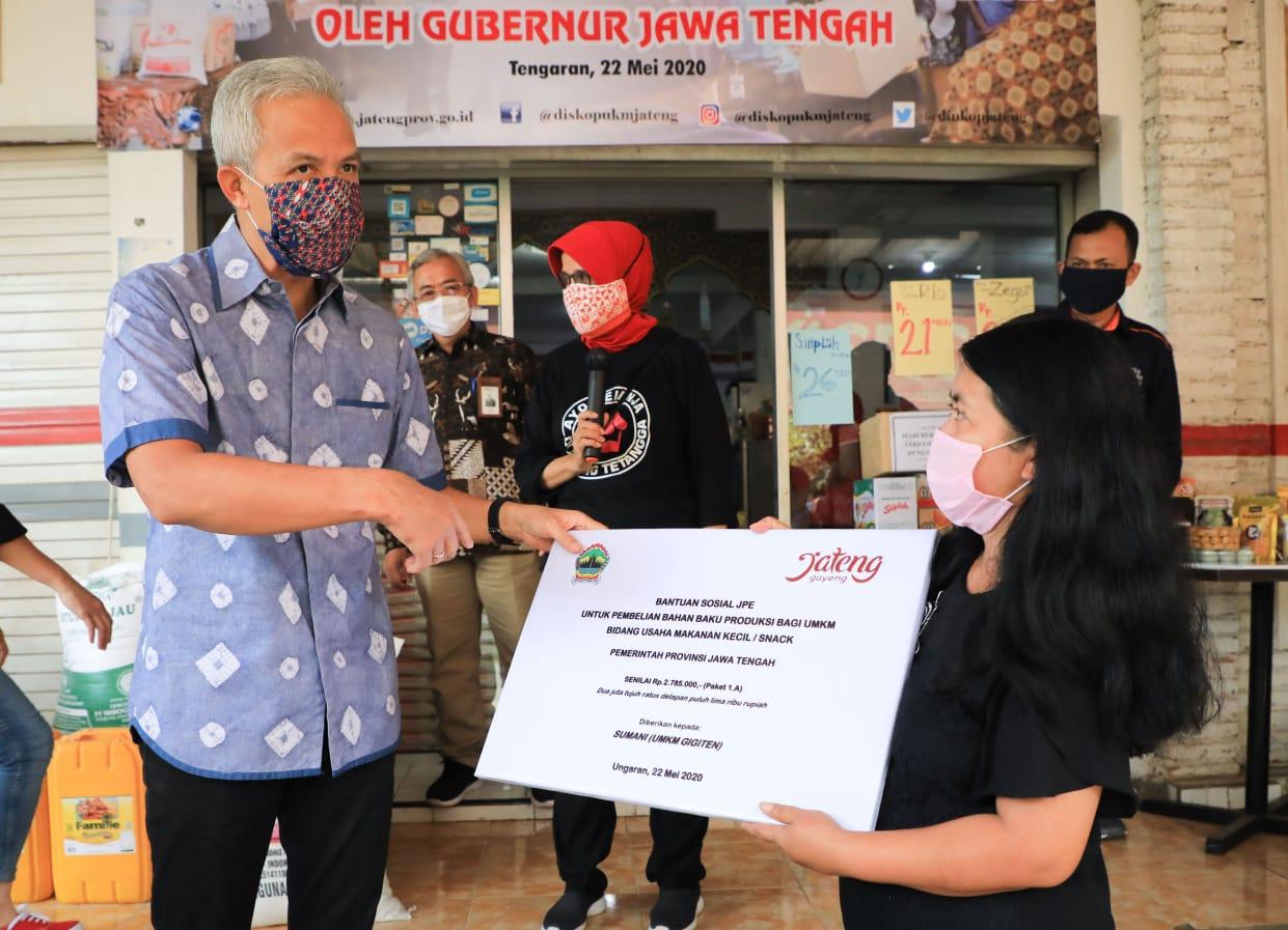 Photo of Ganjar Gelontorkan Total Rp48 M Angkat Ekonomi, Untuk Siapa?