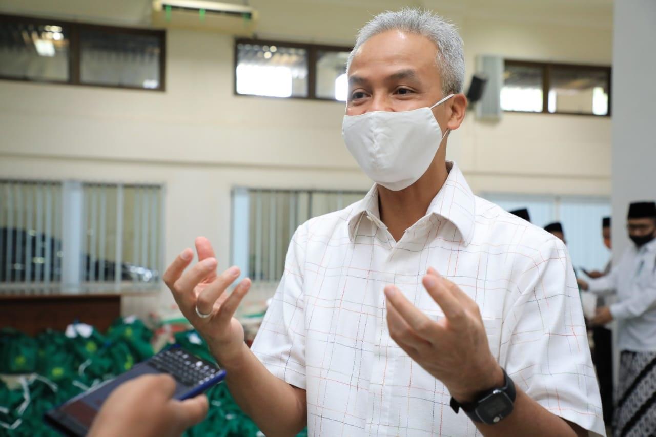 Photo of Bukan Hanya Gaji Gubernur, Ganjar Siap Jika Penghasilannya Juga Dipotong