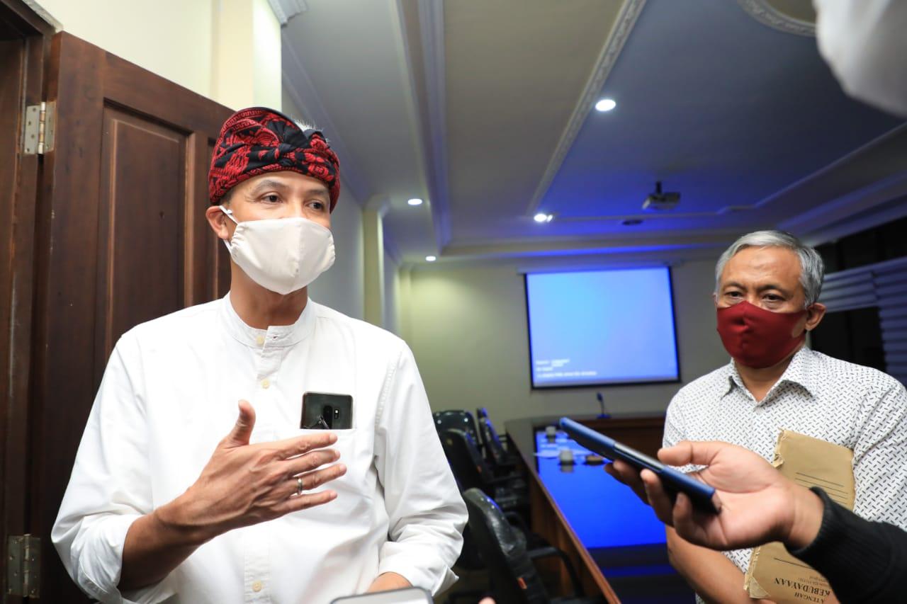 Photo of Ganjar Optimalkan Jogo Tonggo dan Operasi Yustisi, Dukung Mikro Zonasi
