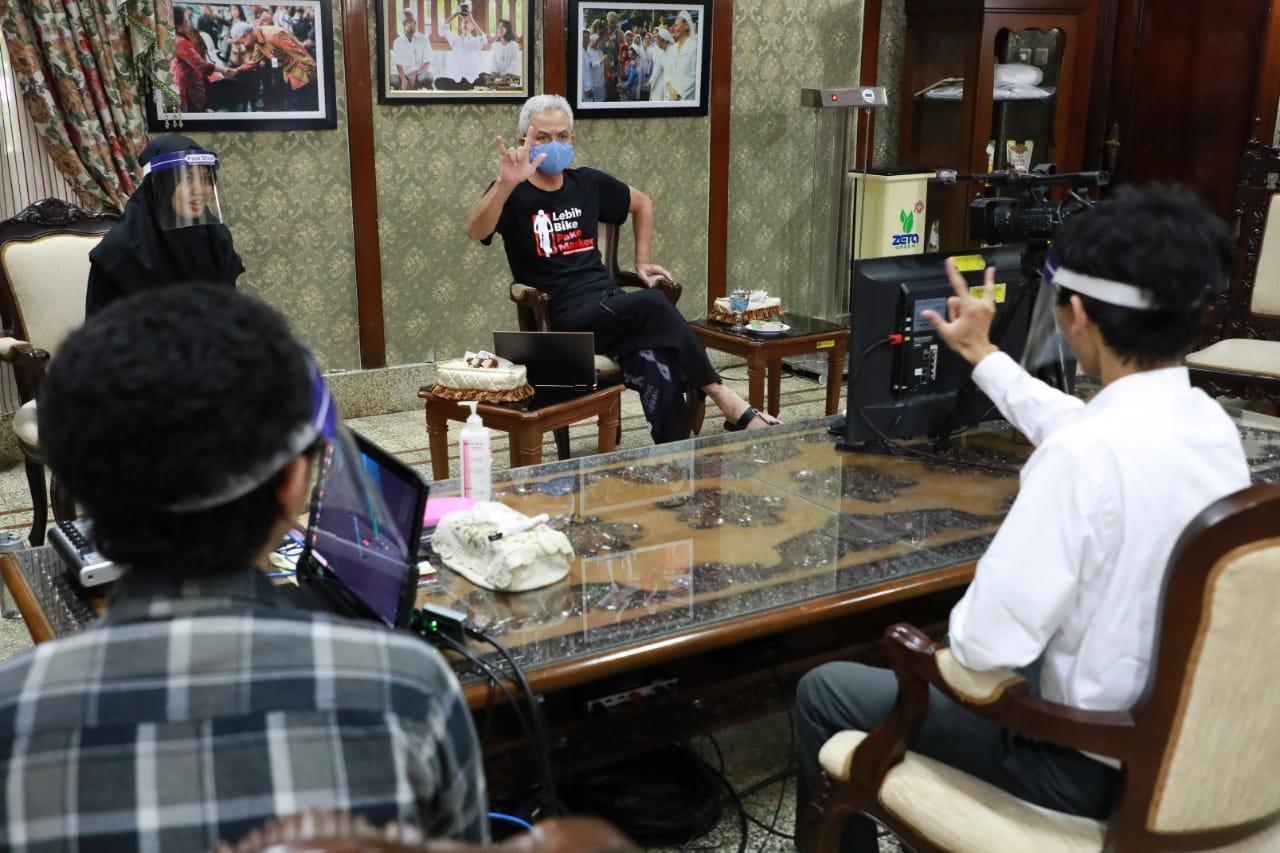 Photo of Penyandang Disabilitas Curhat Sulit Magang Kerja, Ganjar Tarik ke Pemprov Jateng