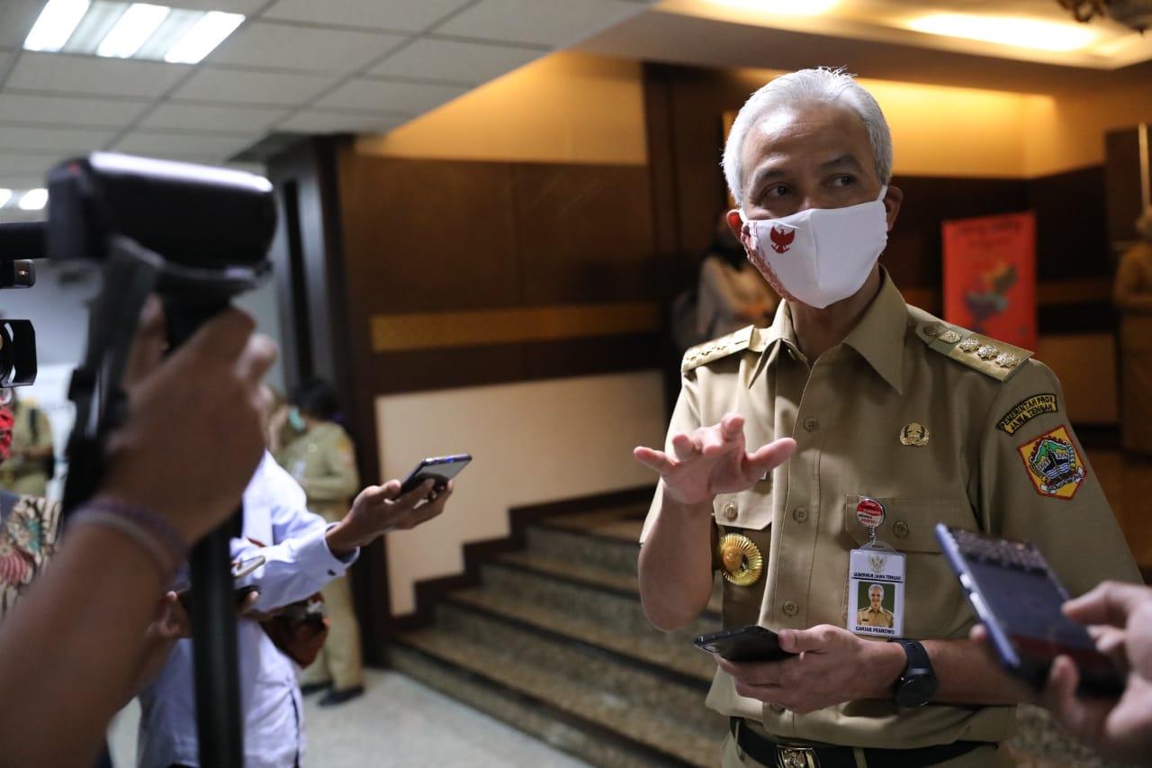 Photo of Ganjar Minta Seluruh Warga Jateng di Jakarta Bantu Kesuksesan PSBB