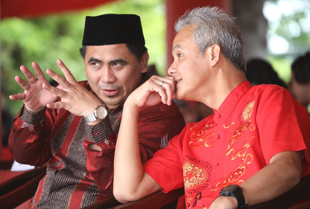 Photo of Mata Pandang Gus Yasin Kepada Ganjar