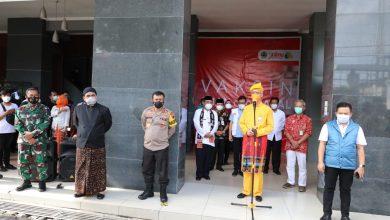 Photo of Ganjar Targetkan Vaksinasi Nakes Tahap Pertama di Jateng Selesai Hari Ini