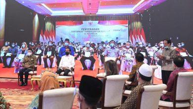 Photo of Presiden Jokowi Serahkan 584.407 Sertipikat Hak Atas Tanah Kepada Masyarakat Secara Virtual