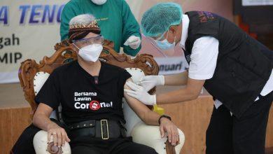 Photo of Terlihat Tak Gemetar, Ternyata Dokter yang Jadi Vaksinator Ganjar Teman Dekat, Sekaligus Teman Gowes