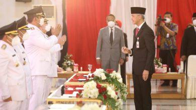 Photo of Pelantikan Bupati/Wali Kota, Ganjar Ingatkan Pesan Soekarno ;  Kekuasaan Yang Langgeng Hanyalah Kekuasaan Rakyat