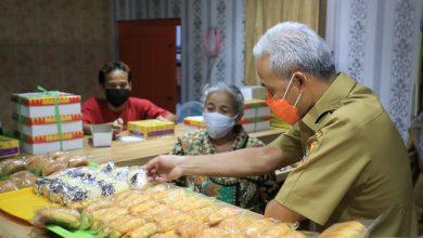 Photo of Ganjar Kunjungi Toko Roti Legendaris di Klaten