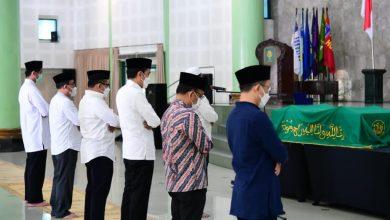 Photo of Presiden Jokowi Melayat ke Mendiang Artidjo Alkostar di Yogyakarta