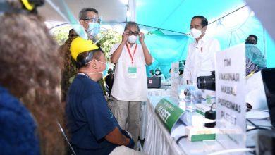 Photo of Jokowi Pantau Vaksinasi Seniman dan Budayawan di Bantul