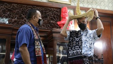 Photo of Temui Ganjar, Raja Rote Berterimakasih Telah Menjaga Warga NTT di Jateng