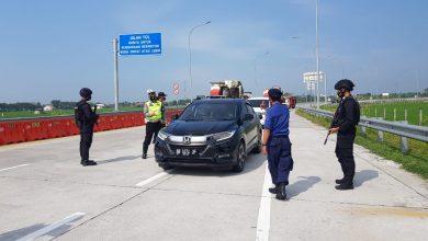 Photo of 14.025 Unit Mobil Keluar Dari Pintu Tol Di Wilayah Karanganyar Serta Ada Pemudik Yang Disuruh Putar Balik