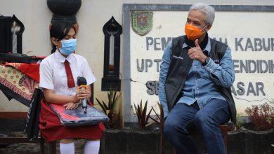 Photo of Peringati Hardiknas, Pelajar di Desa Terpencil Magelang Dapat Kado Istimewa Ganjar Pranowo
