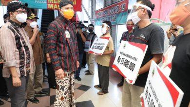 Photo of Ganjar Berikan Bantuan Modal untuk Para Pedagang Pasar Wage Purwokerto