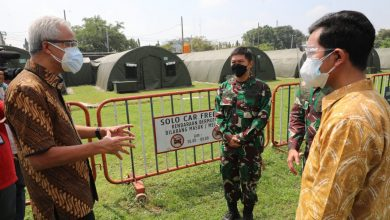 Photo of Ganjar Perintahkan Seluruh Daerah Zona Merah di Jateng Buat Rumah Sakit Darurat