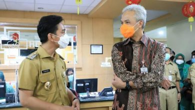 Photo of Ganjar Sebut Wali Kota Solo Bisa Jadi Role Model Agen Pancasila