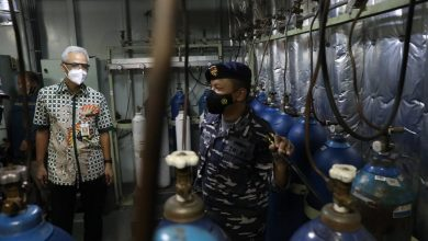 Photo of Ganjar Terima Backup Oksigen dari KRI dr Soeharso-990
