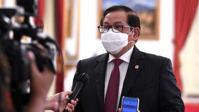 Photo of Jokowi Batalkan Program Vaksinasi Berbayar