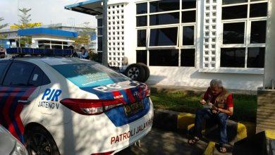 Photo of Dilarang Makan di Warung, Ganjar Pilih Makan di Parkiran