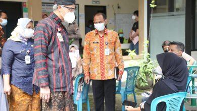 Photo of Dukung Vaksinasi Petani Tembakau Temanggung, Ganjar ; Sudah ada Bentengnya, Petani Jadi Lebih Aman