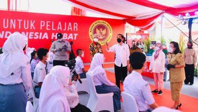 Photo of Tinjau Vaksinasi Sekolah di Sukoharjo, Jokowi : Jika Sudah Divaksin, Segerakan PTM Terbatas