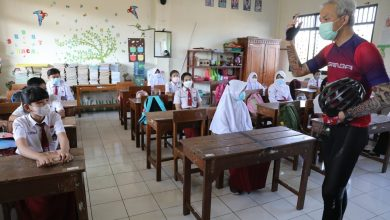 Photo of Tinjau Pelaksanaan PTM Sekolah Dasar, Ganjar ; Anak-anak Mulai Terbiasa Kelas Bergiliran