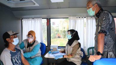 Photo of 91 Tahun, Mbah Tariyem Jadi Peserta Tertua Vaksinasi di Borobudur