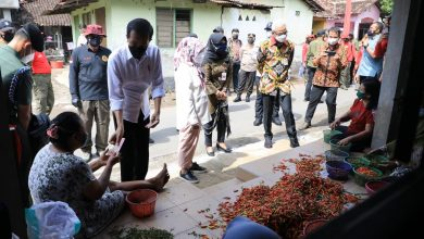 Photo of Senangnya Warga Segaran Klaten Didatangi Ganjar dan Jokowi