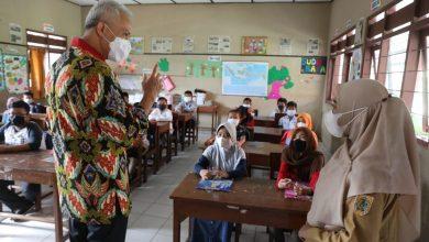 Photo of Sidak PTM di Solo Raya, Ganjar Temukan Sekolah Gelar Kegiatan Tak Disiplin Prokes