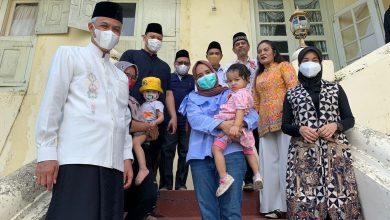 Photo of Momen Ganjar Pranowo Menikmati Kopi Rempah dan Jejak Soekarno di Kesultanan Ternate