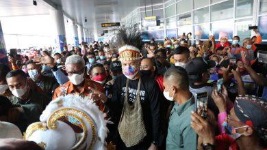 Photo of Heboh, Ratusan Warga Mimika Sambut Kedatangan Ganjar Pranowo